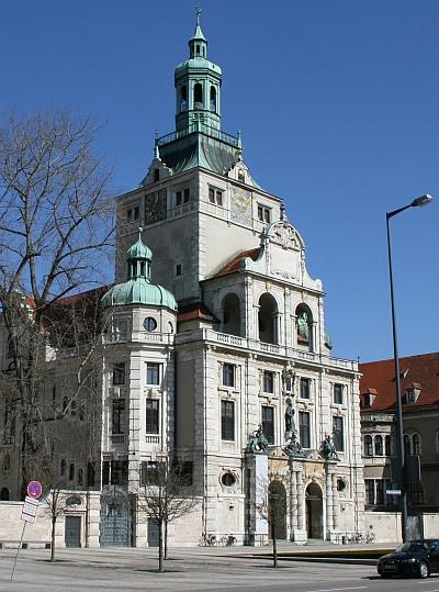 Das Bayerische Nationalmuseum ist der Veranstaltungsort der Winckelmann Akademie fuer Kunstgeschichte Muenchen.